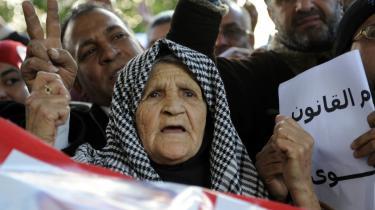 Flere hunrede mennesker deltog i onsdags i en demonstration foran Indenrigsministeriet i Tunis, hvor de krævede en korrupt, højtstående politiofficers afgang. Tunesiens store udfordring er at etablere sig som en demokratisk retsstat, der skal rydde op efter årtier med et korrumperet diktatur.