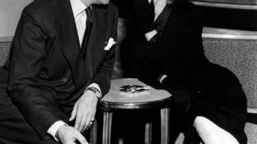 Hun skulle give ham sexappeal, han skulle give hende kulturel prestige. Samarbejdet mellem Marilyn og Laurence Olivier på 'Prinsen og korpigen' var fuld af faldgruber, og begge faldt i dem. En ny film, som har premiere i næste uge, skildrer mødet mellem de to modsætninger