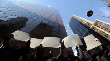 Også i den fysiske verden blev der i går protesteret mod lovforslaget. Her i New York.