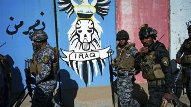 Rutine. Sikkerhedsstyrkerne i Bagdad har opdaget, at det er en indbringende forretning at anholde og mishandle uskyldige og så først frigive dem igen,   når deres familier har betalt store summer i bestikkelse.