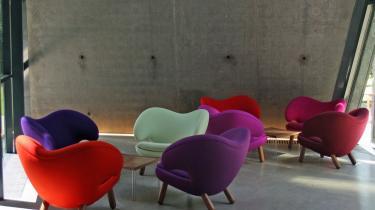 Populært. Pelikanstolen, som er et af Finn Juhls mest populære design, står permanent på kunstmuseet Ordrupsgaards café. Det er en stol, der også appellerer til det unge segment, der kombinerer den med Ikea og ølkasser.