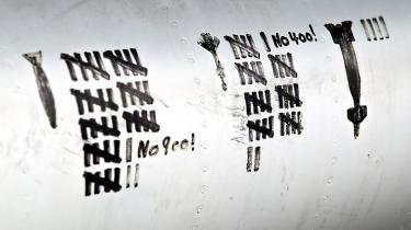 Danske F-16-piloter kan være ansvarlige for 25 civile libyeres død under krigen mod Gaddafi, men hverken det danske forsvar eller NATO ønsker tilsyneladende at undersøge eventuelle civile tab nærmere. Enhedslisten mener, at eventuelle ofre for danske bombninger bør have erstatning