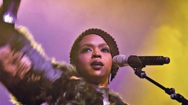 Lauryn Hill har været længe væk. I mandags var hun tilbage på en dansk scene. Men på en eller anden måde var det ikke hende, men i stedet et sørgeligt symbol på, hvad berømmelse og pladeindustri kan gøre ved et menneske og en kunstner