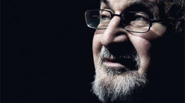 Salman Rushdie udgiver i år sine længe ventede erindringer om det årti, hvor Khomeinis dødsfatwa tvang ham under jorden – men han er stadig truet. For nylig måtte han aflyse sin deltagelse i en indisk litteraturfestival på grund af nye dødstrusler