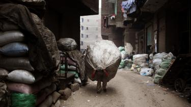 Zabbaleen-folket har i mange år i vid udstrækning stået for Kairos renovationssystem. Hver dag indsamler de tonsvis af affald, som de genbruger og videresælger. Men den koptiske minoritet er under pres