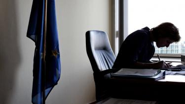 Alle taler om den græske gæld og de gældsrelaterede udfordringer, men måske var det også klogt at se på, hvordan vi nedbringer regningerne til EU, påpeger klimakommissær Connie Hedegaard.