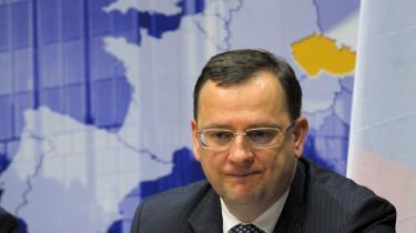 Først sagde Polen nej til den omstridte ACTA-aftale, og nu suspenderer Tjekkiet også ratificeringen af internetloven