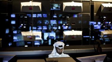 Tv-kanalen al-Jazeera har med sin dækning af det arabiske oprør været en væsentlig faktor i det, der er blevet døbt Det Arabiske Forår. Men mens kanalen af mange ses som en platform for Qatars emirs politiske agenda om oplysning og frihed i den arabiske verden, er det stadig sparsomt med rettigheder for befolkningen i tv-kanalens og emirens eget hjemland.
