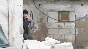 I går var der igen meldinger om  angreb i Syrien, hvor byen Homs blev ramt hårdest. Mindst 19 mennesker livet, flest civile. En talsmand fra Syrian Observatory for Human Rights kaldte bombardementerne de mest intense i fem dage.