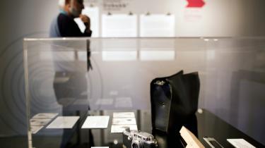 Udstillingen om Eichmanns bortførelse omfatter spionageudstyr, herunder et kamera skjult i en mappe, værktøj, der blev brugt til at forfalske dokumenter og nummerplader og den oprindelige Mossad-arkivmappe om Eichmann.