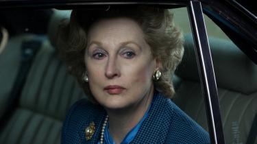 Meryl Streep er lynende præcis (med mere) som Englands kolde krigskælling, Margaret Thatcher. Men at Jernladyens menneskelighed tilskrives hendes senildemente hallucinationer af sin rare, afdøde husbond, gør det principielt provokerende politiske biodrama om hende til en fad filmoplevelse