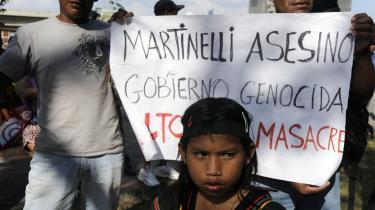 I Panama By har både studerende og aktivister sluttet sig til de indfødte demonstranter i daglige marcher mod præsident Martinellis præsidentpalæ.