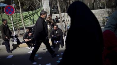 Frygten for krig har paralyseret iranerne forud for parlamentsvalget på fredag. Den Grønne Bevægelse, som førte an i protesterne mod regimet, er i bedste fald gået i dvale.