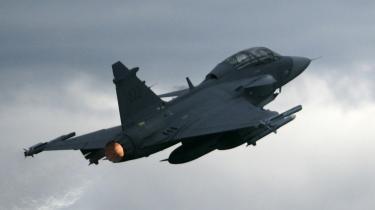 Stratfor stod blandt andet bag en analyse af den svenske flyfabrik Gripens muligheder  for at blive leverandør af Danmarks nye kampfly.