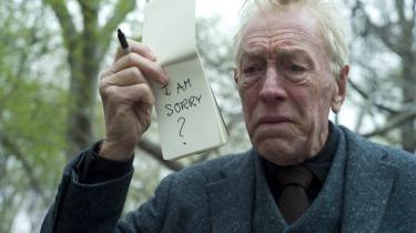 Oscarkandidat. 'Efterhånden som man blive ældre, får man tilbudt ældre karakterer – ja, ofte meget gamle mennesker, der dør midt i manuskriptet. Det er trist og ikke specielt interessant,' siger den svenske skuespiller Max von Sydow, der var nomineret til en Oscar for sin stumme rolle i biografaktuelle 'Ekstremt højt og utrolig tæt på'.