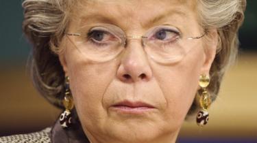 'Det er ikke virksomhedens valg. Valget ligger hos folk selv,'   siger EU's justitskommissær Viviane Reding.