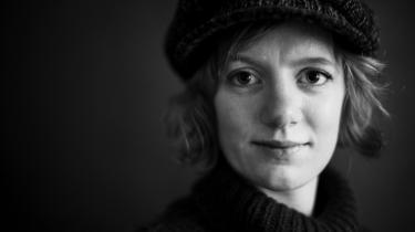 'Jeg er blevet præcis lige så bevæget af at tale med mødrene i Beslan som at tale med de efterladte i Norge (efter Utoya-angrebet).  Jeg stiller jo hele tiden mig selv spørgsmålet, om jeg ser det for meget indefra, om jeg er lige så kritisk, som jeg var i Beslan,' siger forfatter og antropolog Erika Fatland, som deltog i en læserdebat på Information onsdag aften.