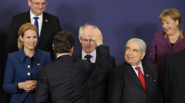 Da EU's regeringsledere mødtes i marts for at underskrive finanspagten, efterlod de et hul i aftalen, som i høj grad gør det muligt for det enkelte land at definere, hvad det strukturelle underskud er på. Fra venstre ses den tjekkiske premiermister, Petr Necas, den danske statsminister, Helle Thorning-Schmidt, den franske præsident, Nicolas Sarkozy, EU's præsident, Herman Van Rompuy, den cypriotiske præsident, Demetris Christofias, og den tyske kansler, Angela Merkel.