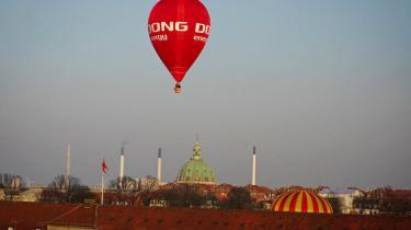 Under dobbeltambitionen om at gøre DONG Energy både grønnere og større har Anders Eldrup satset hårdt. Medvinden har måske bragt ham op i så høje luftlag, at jordforbindelsen på et enkelt punkt har svigtet