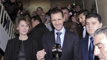 Britiske The Guardian har fået overleveret en bunke e-mail, der viser hverdagen hos familien Assad, men måske mere vigtigt; hvordan ledelsen i Damaskus opfatter opstanden, og hvordan de mener, den skal stoppes