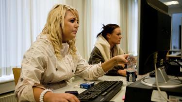 På Herningsholm Erhvervsskole i Herning er frafaldet gået ned mere end 30 procent fra 2010 til 2011, efter at man er begyndt at bruge erhvervscoaches