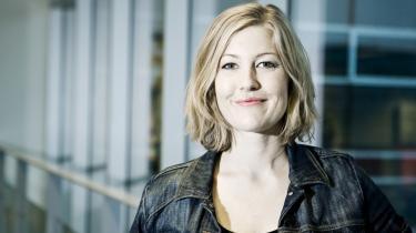 'Efterhånden har det udviklet sig til norske tilstande, hvor vi bare sidder og kopierer love og direktiver, vi ingen indflydelse har på,' siger Sofie Carsten Nielsen (R).