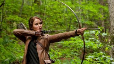 Gary Ross' filmatisering af Suzanne Collins' populære fantasy-scifi-roman 'The Hunger Games' er ganske vellykket, ikke mindst takket være sin handlekraftige hovedperson spillet af stjerneskuddet Jennifer Lawrence