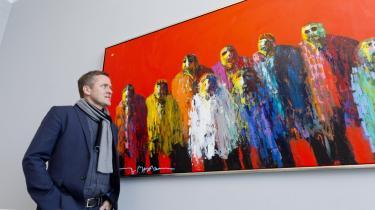 Liberalismens uknægtede sind møder kunsten. Men har Anders Samuelsen opdaget den røde farve i baggrunden, og hvor passer den ind i partilederens noget bastante kunstanalyse.