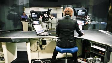 TV-Avisen flyttes til kl. 21.30. Danmarks Radio skulle benytte lejligheden til at opruste TVA's journalistiske kvalitet og rette den til et moderne uddannet og tænksomt publikum, der ikke er så interesseret i fælles fodslag og voxpops.