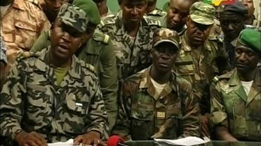 Afhoppere fra Malis militær indtog torsdag et tv-studie i Bamako for at deklarere deres magtovertagelse. 'Vi tager de nødvendige og nyttige skridt for at sikre befolkningens liv og ejendom,' lød det fra løjtnant Amadou Konare. Den Nationale Komite for Oprettelse af Demokrati, som de kalder sig, har væltet den siddende præsident og meldt ud, at de vil overgive magten til en demokratisk valgt regering.