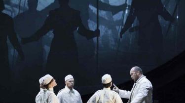 Der er krise bag scenerne på Det Kongelige, men ikke på scenen, hvis man skal dømme efter Operaens opsættelse af Wagners Parsifal.