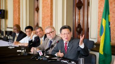 Formanden for FN's departement for økonomisk og social udvikling Sha Zukang (th.) holdt 6. marts 2012 pressemøde om det kommende Rio+20 møde i juni. Som det ser ud nu, kommer topmødet især til at handle om grøn økonomi, men ifølge både NGO'er og forhandlere risikerer mødet at ende i et flop som COP15 i København 2009.