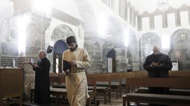Mange tusinde kristne irakere er gennem de sidste ni år flygtet fra deres hjem, fordi de har følt sig i livsfare i Iraks sekteriske konflikter. Forfølgelse af kristne har fundet sted siden 2003 med særligt voldelige perioder i 2008 og starten af 2010. Sidste uges bombeattentater gav frygten for borgerkrigslignende tilstande i Irak fornyet kraft.