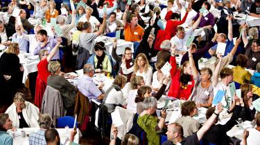 Arbejdervælgerne har taget håndværkerbæltet på og er vandret fra venstrefløjen til højrefløjen i dansk politik. Næstformandskampen i SF handler blandt andet om, hvordan venstrefløjen får dem tilbage