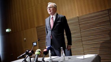 Poul Nielson er af den opfattelse, at Fritz Schur bør gå af som formand for DONG.
