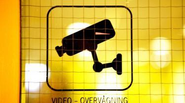I Danmark kender ingen det præcise omfang af videoovervågningen. Ingen ved, hvor kameraerne hænger, og der blev i 2011 blot foretaget 13 kontroller. Sikkerhedsbranchen opfordrer til øget regulering, der ville gøre det nemmere for politiet og Datatilsynet at holde øje med, om de, der overvåger, overholder loven