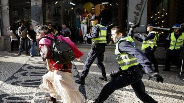 Som betingelse for deres økonomiske redningspakke krævede EU og IMF, at Portugal fra januar 2012 indførte forhøjet brugerbetaling i det offentlige sundhedsvæsen – nu stiger portugisernes dødsrate drastisk