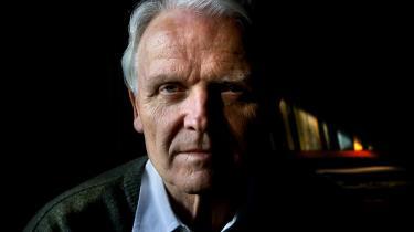 Juraprofessor Vagn Greve længe har været fortaler for en reform af voldtægtslovgivningen og går ind for, at man indfører begrebet 'uagtsom voldtægt' i den danske lovgivning.