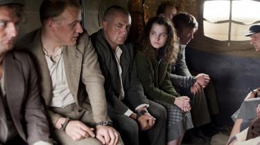 Modstandsmanden er billedet på den danske helt, og filmen om Hvidstengruppen har allerede trukket flere end 600.000 danskere i biografen. Det er historien om det helt almindelige menneske, som træffer et valg og derved bliver en del af verdenshistorien, der fascinerer os