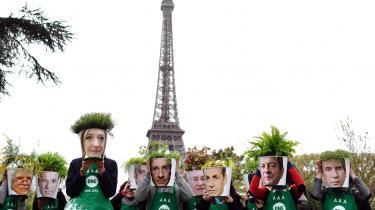 Kandidaterne. Franske G8-aktivister demonstrerer med blomsterpotter med de 10 kandidaters portrætter som led i en kampagne for forandringer i G8.