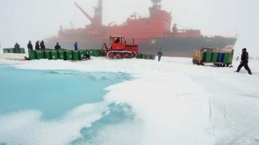 Timo Kivimäki ønskede ifølge eget udsagn at gøre, 'hvad en forsker kan gøre for at hjælpe til en løsning på striden' mellem Rusland, Danmark og andre NATO-lande om Arktis. Her er det den russiske isbryder 'Yamal', der samler et hold forskere op fra en russisk forskningsstation i Arktis.