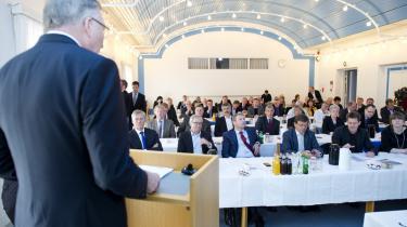 DONG Energys bestyrelsesformand Fritz Schur præsenterede i går på generalforsamlingen et koncernresultat efter skat på 4,25 mia. kr. og et udbytte til aktionærerne på 1,457 mia. kr. Samtidig meddelte han, at man har fundet en ny CEO som afløser for Anders Eldrup – Henrik Poulsen, 44 år, hidtil administrerende direktør for TDC.