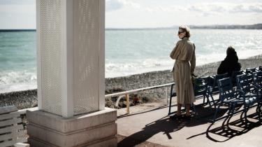 Stilhed. I denne valgkamp viser Frankrigs intellektuelle klasse langtfra samme vilje til at udtale sig til fordel for en præsidentkandidat, som tidligere. Her  en stille dag på strandpromenaden i Nice.