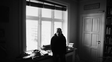 Prismodtageren. 'Lad mig give jer et fem-minutters lynkursus i, hvordan det er at være mig,' siger årets taknemmelige og stolte modtager af Søren Gyldendal Prisen.