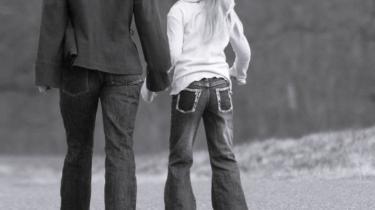 Kan børn blive glade og lykkelige, når 50 procent af deres genetiske ophav for altid er ukendt? spørger dagens kronikør, Pia Olsen.