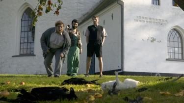 Anders Thomas Jensens skæve komedie 'Adams æbler' har modtaget støtte fra FilmFyn og er blandt andet optaget på Sydfyn. Nogle af filmens locations kan opleves på en guidet bustur rundt i området.