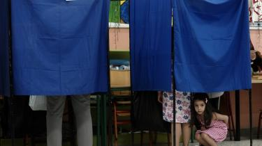Det politiske landskab blev grundigt rystet ved det græske valg i går. Om der sker de store ændringer for de forarmede grækeres hverdag, er mere tvivlsomt.