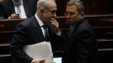 En sandsynlig vinder af det kommende israelske parlamentsvalg og en taber; Benyamin Netanyahu har medvind i meningsmålingerne, mens Ehud Barak står til at ryge ud af Knesset, men til gengæld nok får en fribillet af sin regeringsleder.