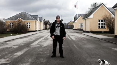 Elias Karkavandi har boet på Asylcenter Sandholm, siden han i 2007 havde udstået en fængselsdom på halvandet år for at have deltaget i et vagtkorps på Christiania i fem måneder.