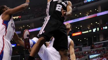 Vinder. Kawhi Leonard fra San Antonio Spurs på vej mod kurven i den fjerde slutspilskamp mod Los Angeles Clippers. Serien afgøres med bedst af syv – Spurs afgjorde det med fire sejre i lige så mange kampe.